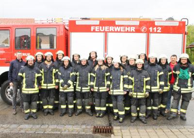 """Erfolgreich haben zwei Gruppen der Feuerwehr Schöllnach die Leistungsprüfung """"Die Gruppe im Hilfeleistungseinsatz"""" abgelegt."""