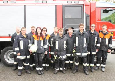 """Elf Taidinger Feuerwehrleute legten die Leistungsprüfung """"Die Gruppe im Hilfeleistungseinsatz"""" ab."""