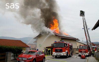Dachstuhlbrand in Einfamilienhaus